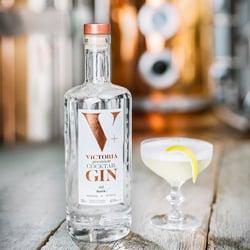 victoria-gin-new-label-002-square250250
